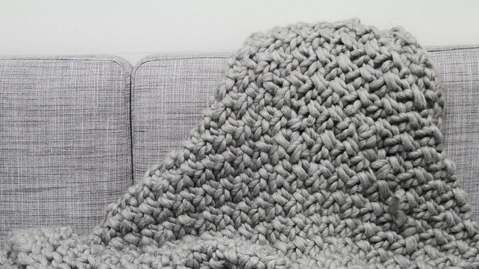 mit xxl wolle stricken lernen im video kurs von makerist. Black Bedroom Furniture Sets. Home Design Ideas