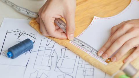 Schnittmuster für feste Stoffe erstellen 2: Modellentwicklung für Kleider und Oberteile - hochwertige Online-Kurse bei Makerist