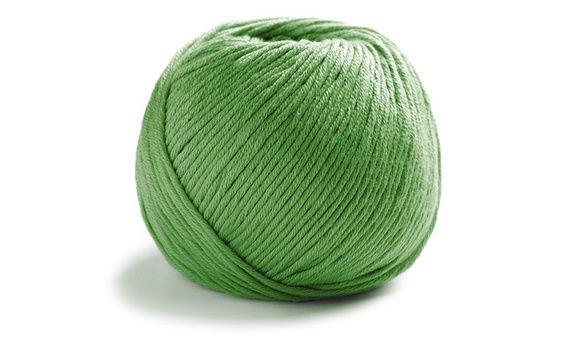Cosma 19 - maigrün - Wolle und Garn kaufen im Makerist Materialshop