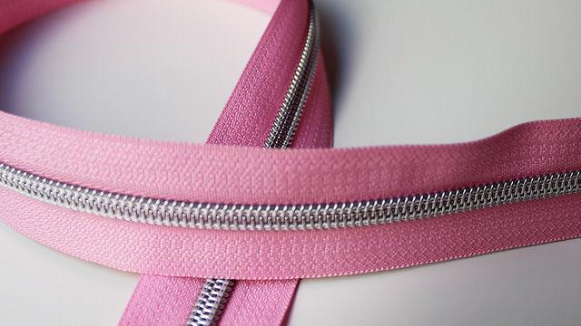 Acheter Fermeture à glissière rose : argent - Accessoires dans la mercerie Makerist