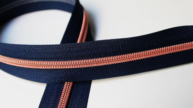 Acheter Fermeture à glissière bleu marine : cuivre - Accessoires dans la mercerie Makerist