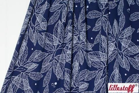 Dunkelblauer Viskosejersey lillestoff: Quite Leaves - 150 cm kaufen im Makerist Materialshop