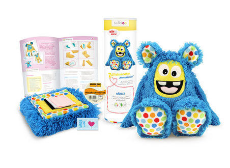 "Nähset Kuscheltier Zottel Monster ""MemoMonsti"" von kullaloo - blau mit RetroDots - Materialsets kaufen im Makerist Materialshop"