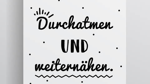 """Poster (DIN A2) - """"Durchatmen und Weiternähen"""" kaufen im Makerist Materialshop"""