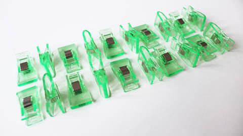 Acheter Pinces taille moyenne menthe - 20 unit. dans la mercerie Makerist