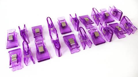 Acheter Pinces taille moyenne mauves - 20 unit. dans la mercerie Makerist