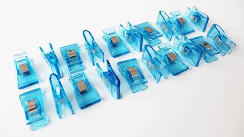Acheter Pinces taille moyenne bleues - 20 unit. dans la mercerie Makerist