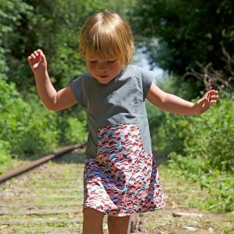 Acheter Patron pochette robe enfant Louisa par Compagnie M. dans la mercerie Makerist