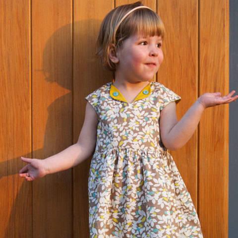 Acheter Patron pochette robe enfant Lotta par Compagnie M. dans la mercerie Makerist