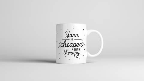 "Keramiktasse ""Yarn Is Cheaper Than Therapy"" kaufen im Makerist Materialshop"