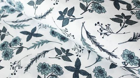 Weißer Baumwollstoff: Blue Flowers - 150 cm - ARCHIVIERT - kaufen im Makerist Materialshop