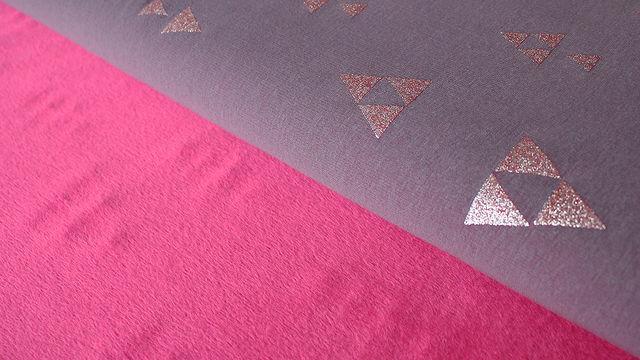 Auberginefarbener Happy Fleece: Pyramide - 150 cm - Stoffe kaufen im Makerist Materialshop