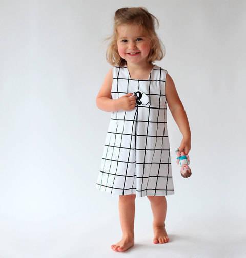 Acheter Patron pochette bébé robe Lila par Compagnie M. dans la mercerie Makerist