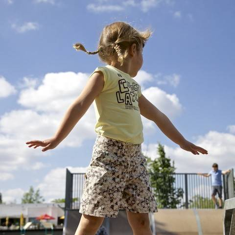 Acheter Patron pochette jupe et culottes enfant Nina par Compagnie M. dans la mercerie Makerist