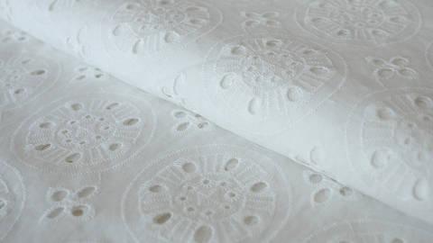 Weiß bestickter Baumwollstoff - 135 cm kaufen im Makerist Materialshop