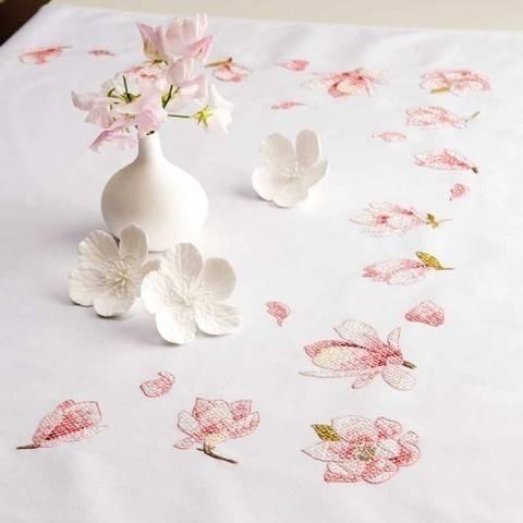Stickpackung Decke: Magnolien - 95 x 95 cm kaufen im Makerist Materialshop