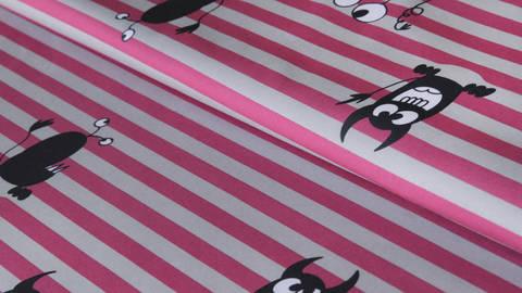 Grau-rosafarben bedruckter Streifen-Softshell: Sheldon Monster - 160 cm  kaufen im Makerist Materialshop