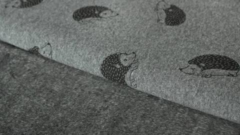 Grauer Happy Fleece: Igel - 150 cm kaufen im Makerist Materialshop