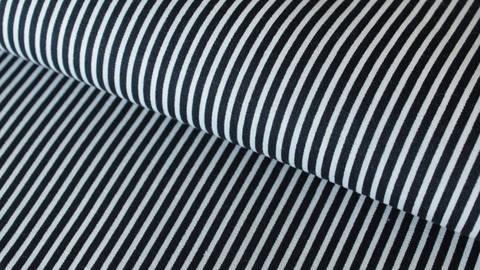 Navy-weiß bedruckter Baumwollstoff: Stripes - 150 cm kaufen im Makerist Materialshop