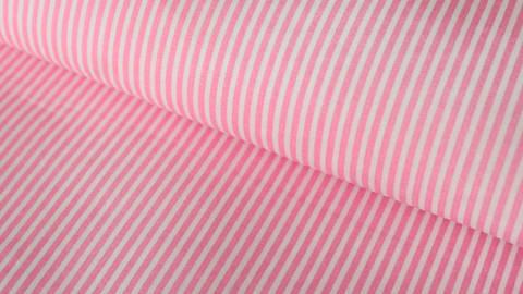 Rosa-weiß bedruckter Baumwollstoff: Stripes - 150 cm kaufen im Makerist Materialshop