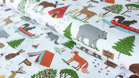 Weiß bedruckter Jersey: Camping - 140 cm kaufen im Makerist Materialshop