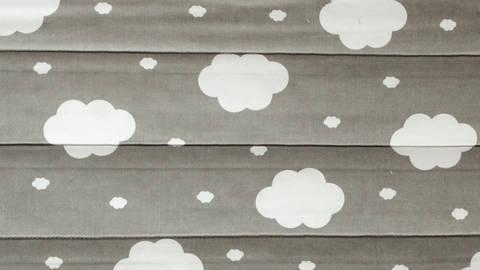 Acheter Coton double face matelassé gris blanc - nuages - 160 cm dans la mercerie Makerist