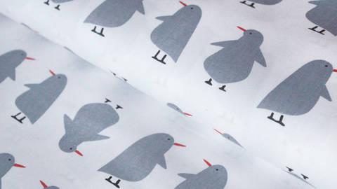 Weiß-grau bedruckter Baumwollstoff: Pinguin - 150 cm kaufen im Makerist Materialshop