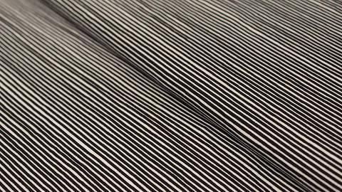 Jerseystoff schwarz-weiß: Avalana Streifen - 162 cm kaufen im Makerist Materialshop