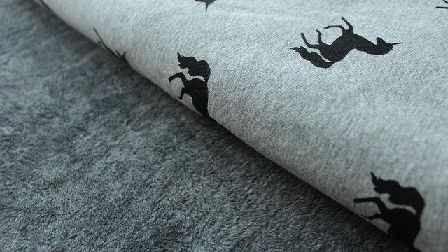 Hellgrauer Happy Fleece : Unicorn - 150 cm - Stoffe kaufen im Makerist Materialshop