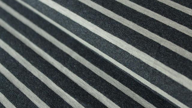 Navy-ecrufarben melierter Baumwolljersey: Yarn dyed Stripes - 150 cm - Stoffe kaufen im Makerist Materialshop