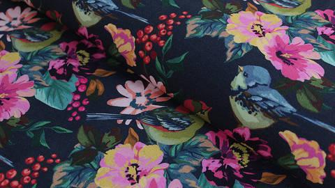 Dunkelblau bedruckter Baumwolljersey: Paradise Birds - 150 cm kaufen im Makerist Materialshop