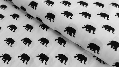 Weiß-schwarzer Druckstoff: Elephants - 145 cm kaufen im Makerist Materialshop