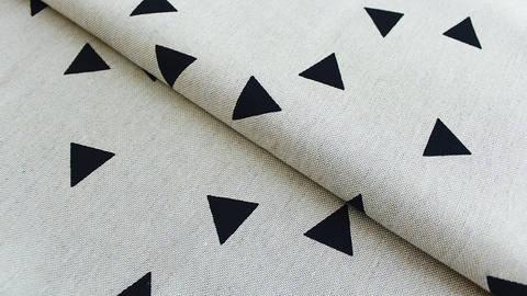 Khaki-schwarzer Baumwoll-Mischgewebestoff: Triangle - 140 cm kaufen im Makerist Materialshop