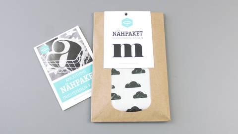 Dekokissen: Buchstabe mit Wolken-Muster - m kaufen im Makerist Materialshop