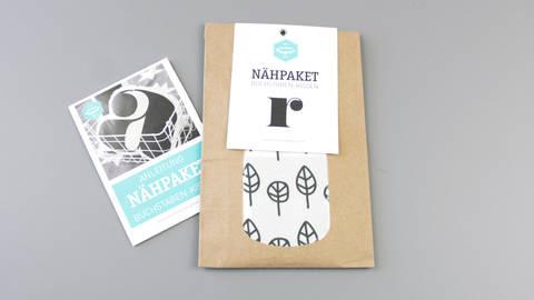 Dekokissen: Buchstabe mit Blätter-Muster - r kaufen im Makerist Materialshop