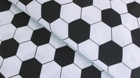 Schwarz-weißer Baumwollstoff: Fußballmuster - 150 cm kaufen im Makerist Materialshop