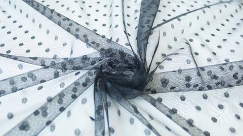 Acheter Tissu tulle à pois noir - 160cm dans la mercerie Makerist