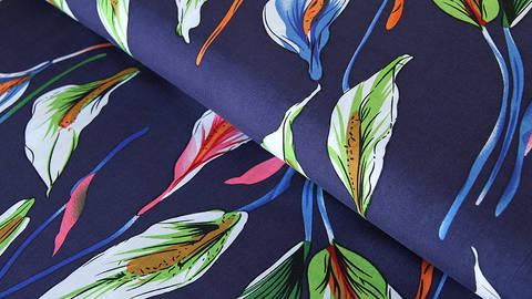 Viskosestoff dunkelblau: Friedenslilie - 150 cm  kaufen im Makerist Materialshop