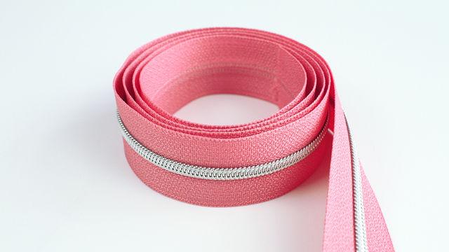 Endlosreißverschluss: silber-lachsfarben - 4 mm  - Kurzwaren und Zubehör kaufen im Makerist Materialshop