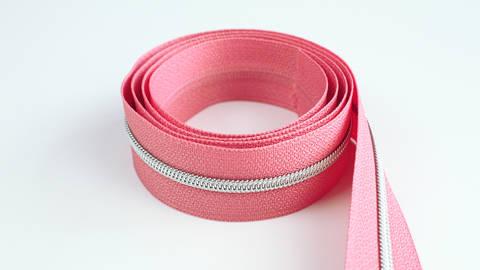 Endlosreißverschluss: silber-lachsfarben - 4 mm  kaufen im Makerist Materialshop