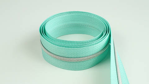 Endlosreißverschluss: silber-mint - 4 mm  kaufen im Makerist Materialshop
