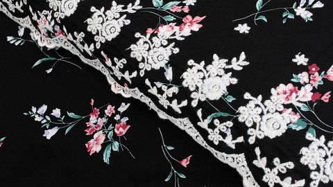 Viskosestoff bestickt schwarz: kleine Blumen - 135 cm kaufen im Makerist Materialshop