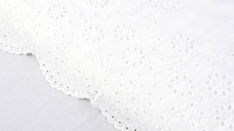 Spitzen-Viskosestoff weiß - 140 cm kaufen im Makerist Materialshop