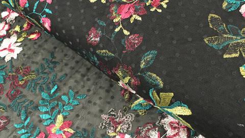 Weicher Nylon-Tüll schwarz: Blumenstickerei Orchideen - 150 cm kaufen im Makerist Materialshop