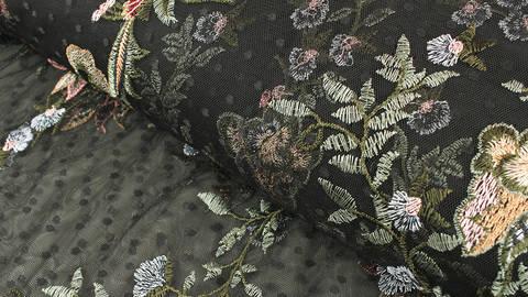 Weicher Nylon-Tüll schwarz: Blumenrankenstickerei - 150 cm kaufen im Makerist Materialshop
