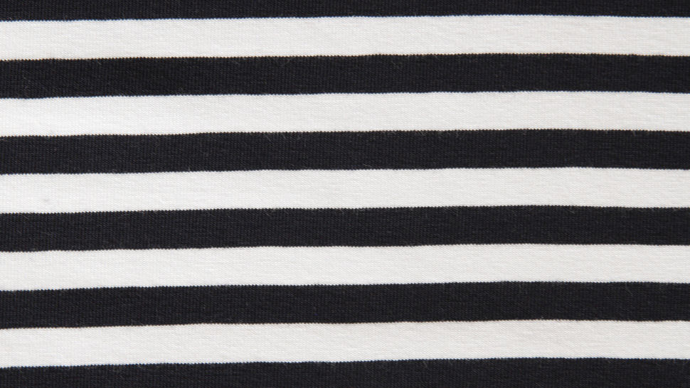Schwarz-weiß gestreifter Viskosejersey: St. Tropez - 158 cm im Makerist Materialshop - Bild 2