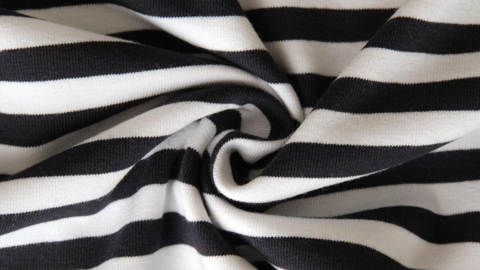 Schwarz-weiß gestreifter Viskosejersey: St. Tropez - 158 cm im Makerist Materialshop - Bild 3