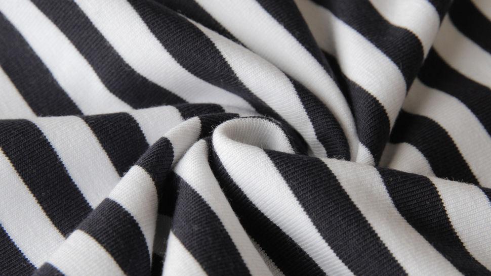 Schwarz-weiß gestreifter Viskosejersey: St. Tropez - 158 cm im Makerist Materialshop - Bild 4