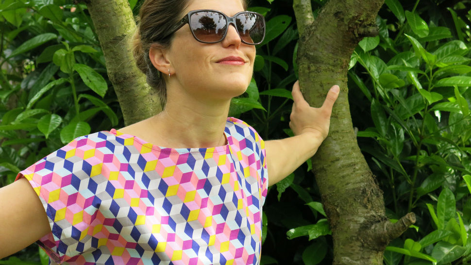 Download MissFrida - Airy, woven summer blouse - Sewing Patterns immediately at Makerist