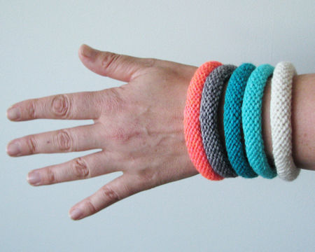 Download Easy Knitted Bangles  - Knitting Patterns immediately at Makerist